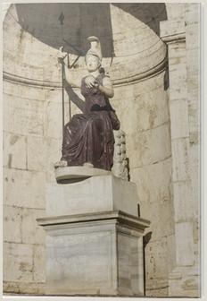 Estatua de Minerva en Roma Italia