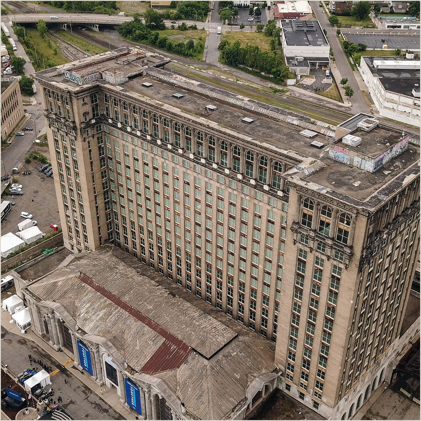 Inside Detroit s crumbling train station that Ford plans to