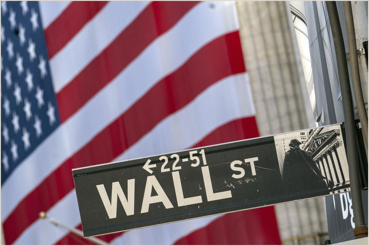 Full Size Flag Stands Us Stocks Tumble Toward Worst Day In A Month Amid Virus Woes