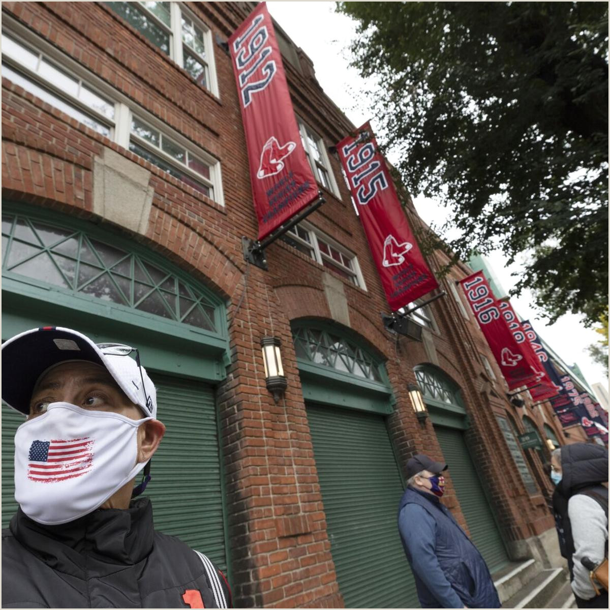 Scrolling Banner Stand A Fenway First Ballpark Be Es Voting Venue Amid Pandemic