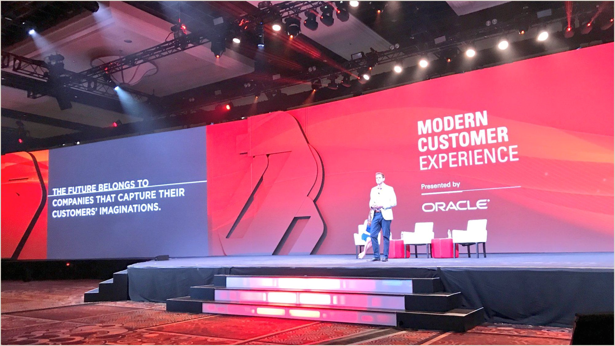 Stage Banner Stands Oracle S Modern Marketing Experience 2017