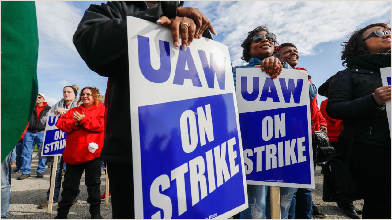 X Style Banner Stand Wages Pensions Plant Investments Still Issues In Uaw Gm Strike