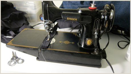 Best Business Cards For Sewing Machine Repir The Vintage Singer Featherweight What S All The Hype Threads